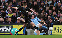 Photo: Paul Thomas.<br /> Manchester City v Scunthorpe United. The FA Cup.<br /> 07/01/2006.<br /> <br /> Richard Hinds, Robbie Fowler