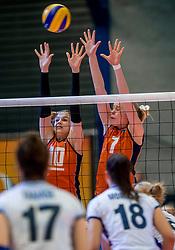 06-04-2017 NED:  CEV U18 Europees Kampioenschap vrouwen dag 5, Arnhem<br /> Nederland verliest met 3-1 van Italie en speelt voor de plaatsen 5-8 / Sarah van Aalen #10, Demi Korevaar #7