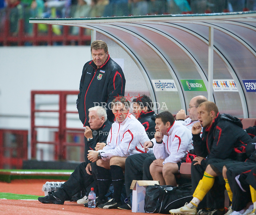 MOSCOW, RUSSIA - Wednesday, September 10, 2008: Wales' manager John Toshack and his staff on the bench during the second 2010 FIFA World Cup South Africa Qualifying Group 4 match against Russia at the Lokomotiv Stadium. (Photo by David Rawcliffe/Propaganda)