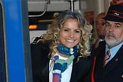 Hare Koninklijke Hoogheid Prinses M&aacute;xima der Nederlanden was 17  oktober aanwezig bij de start  van de Zilverrail, de Koninklijke Feest Express. <br /> <br /> Deze jongerentrein trekt door het land ter gelegenheid van het Zilveren Regeringsjubileum. Prinses M&aacute;xima rijdt mee in de reizende jongerentrein op maandagochtend 17 oktober van Utrecht naar Eindhoven. De Koningin sluit de feestelijkheden af op de laatste dag, donderdag 27 oktober, in Delft. <br /> <br /> <br /> Op de foto:<br /> <br /> Fatima Moreira de Melo