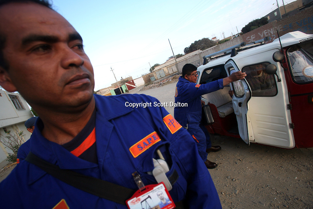 SAPET employees arrive to work in Talara, on Peru's northern coast, on November 9, 2007. (Photo/Scott Dalton)