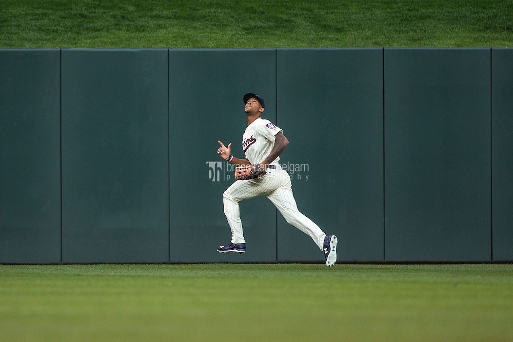 MINNEAPOLIS, MN- JUNE 17: Byron Buxton #25 of the Minnesota Twins fields against the St. Louis Cardinals on June 17, 2015 at Target Field in Minneapolis, Minnesota. The Twins defeated the Cardinals 3-1. (Photo by Brace Hemmelgarn) *** Local Caption *** Byron Buxton
