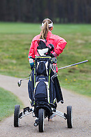 LOCHEM -   Noa van Beek  .Jeugdgolf op de  Lochemse Golf Club De Graafschap. COPYRIGHT KOEN SUYK