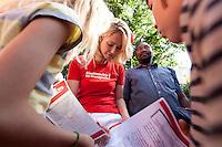 """09 SEP 2009, BERLIN/GERMANY:<br /> Manuela Schwesig, SPD, Ministerin fuer Soziales und Gesundheit Mecklenburg Vorpommern, schreibt Autogramme fuer Kindern nach der Vorstellung des Unterstuetzeraufrufs """"Kinderrechte ins Grundgesetz!"""", Kreativhaus, Fischerinsel<br /> IMAGE: 20090909-03-121<br /> KEYWORDS: Child, Children, Kind, Schulkind, Schulkinder"""