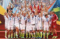 BILDET INNGÅR IKKE I FASTAVATLER<br /> <br /> Fotball<br /> VM-finalen kvinner<br /> USA v Japan<br /> 06.07.2015<br /> Foto: imago/Digitalsport<br /> NORWAY ONLY<br /> <br /> Spielerinnen der USA feiern den Gewinn ihrer dritten Weltmeisterschaft, Siegerehrung, Gewinner, Sieger, Jubel, Freude, Weltmeister, Weltmeistertitel, Fussball, FIFA Frauen-WM 2015, Finale, USA - Japan