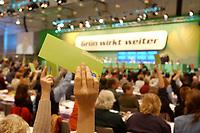 07 DEC 2002, BERLIN/GERMANY:<br /> Delegierte heben Stimmkarten in die Hoehe, waehrend einer Abstimmung, Buendnis 90 / Die Gruene Bundesdelegiertenkonferenz, Congress Centrum Hannover<br /> IMAGE: 20021207-01-144<br /> KEYWORDS: Green Party, party congress, Bündnis 90 / Die Grünen, Parteitag, Stimmkarte, Abstimmung