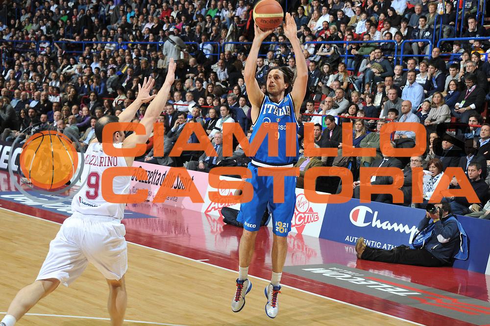 DESCRIZIONE : Milano Agos Ducato All Star Game 2011<br /> GIOCATORE : Marco Mordente <br /> SQUADRA : Italia Nazionale Maschile All Star Team<br /> EVENTO : All Star Game 2011<br /> GARA : Italia All Star Team<br /> DATA : 13/03/2011<br /> CATEGORIA : Tiro Three Points<br /> SPORT : Pallacanestro<br /> AUTORE : Agenzia Ciamillo-Castoria/M.Gregolin<br /> Galleria : FIP Nazionali 2011<br /> Fotonotizia :  Milano Agos Ducato All Star Game 2011<br /> Predefinita :