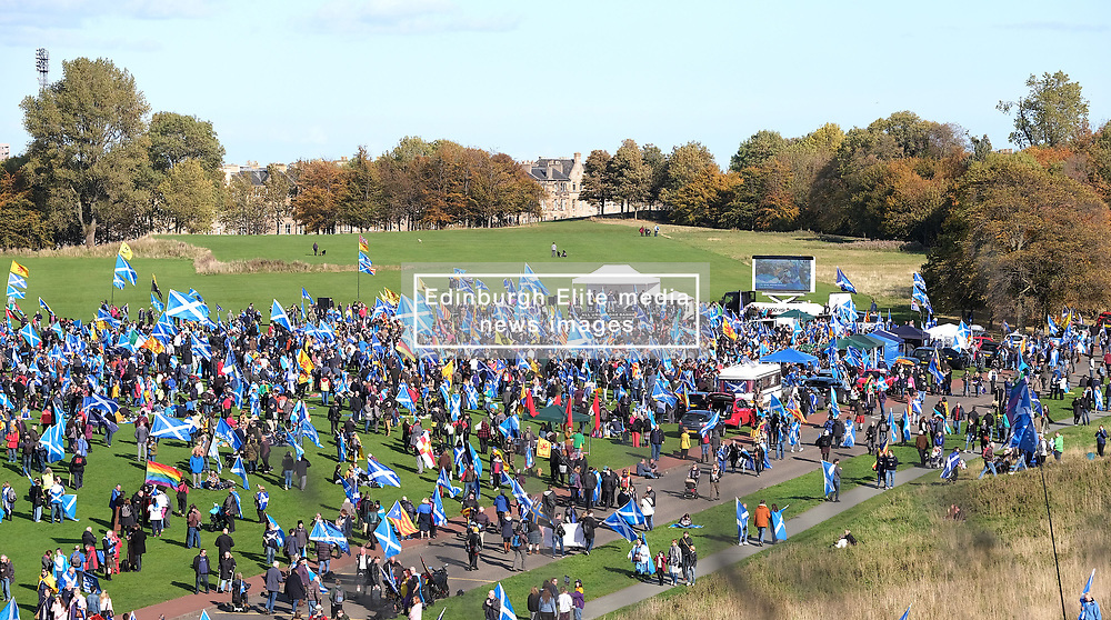 All Under One Banner Independence March, Edinburgh, Saturday 6th October 2018<br /> <br /> Pictured: People from all over Scotland attended the march which ended up in Holyrood Park, here the marchers start to arrive<br /> <br /> Alex Todd   Edinburgh Elite media