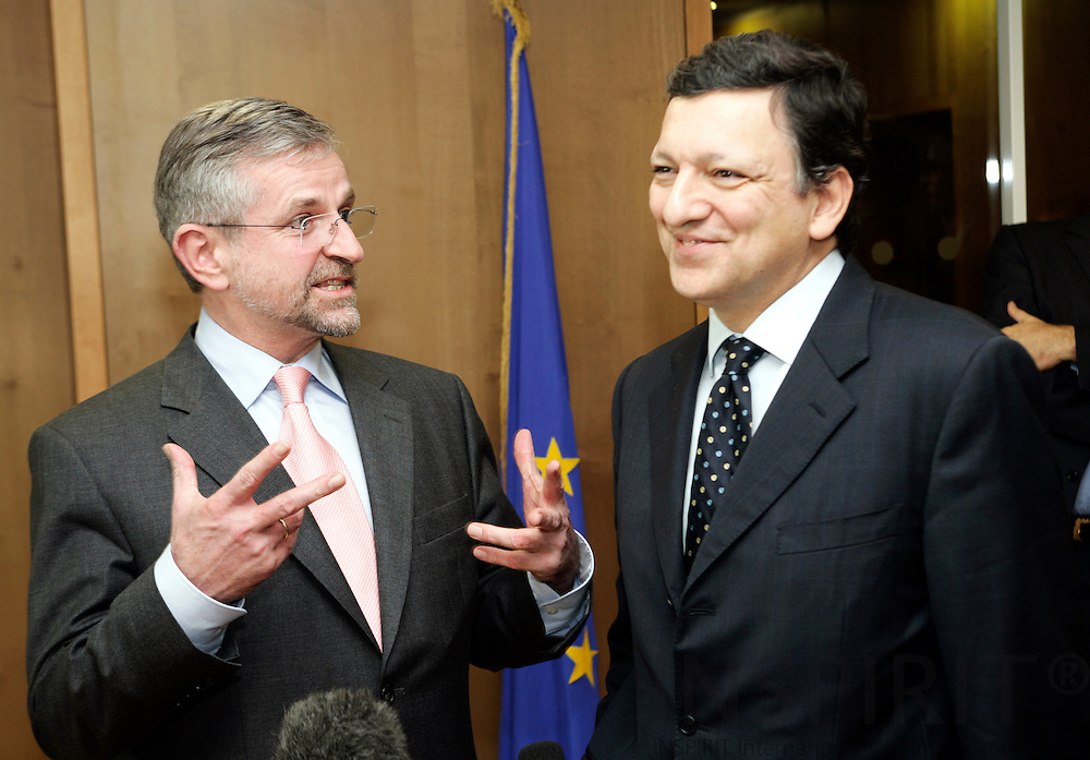 BRUSSELS - BELGIUM - 26 MARCH 2007 -- Meeting between Wilhelm MOLTERER (L), Austrian Vice Chancellor and Minister for Finance, and Jose Manuel BARROSO (R), President of the European Commission. Photo: Erik Luntang