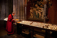 Europe, Germany, Cologne, Way of the Cross in the cathedral, station 13, Christ's body is taken down from the cross...Europa, Deutschland, Koeln, Station 13 des Kreuzweges im Dom, Jesus wird vom Kreuz genommen.