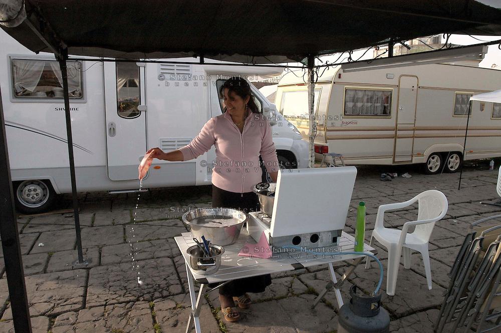 Rome April 3  2007..Rom's camp of Campo Boario, Testaccio, inhabited from the Romani  Kalderasha .