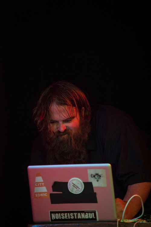 &Eacute;RICK D&rsquo;ORION<br /> QU&Eacute;BEC PERFORMATIVE 2 &mdash; DEMOLITION DERBY, Casa del Popolo, Lundi 20 octobre 2014.