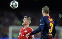 FUSSBALL  CHAMPIONS LEAGUE  HALBFINALE  RUECKSPIEL  2012/2013      FC Barcelona - FC Bayern Muenchen              01.05.2013 Bastian Schweinsteiger (FC Bayern Muenchen) gegen Gerard Pique (re, Barca)