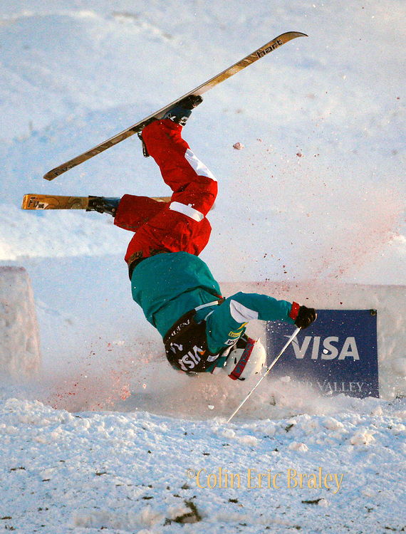 USA's Nathan Roberts crashes during the qualifying round for the World Cup freestyle moguls at  Deer Valley Resort, Saturday, Jan. 16, 2010, in Park City, Utah. (AP Photo/Colin E Braley).