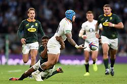 Jack Nowell of England offloads the ball - Mandatory byline: Patrick Khachfe/JMP - 07966 386802 - 03/11/2018 - RUGBY UNION - Twickenham Stadium - London, England - England v South Africa - Quilter International