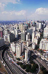 Sao Paulo, SP, Brasil. 1997.Vista da torre da TV Band, na Av Dr Arnaldo, mostrando a regiao da Bela Vista com a Av Paulista./ View of the tower of the Band TV at Dr. Arnaldo avenue, and Bela Vista region with Paulista Avenue..Foto © Adri Felden/Argosfoto