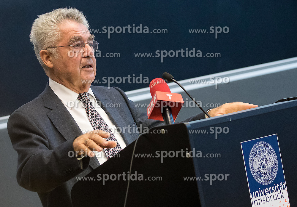 """12.10.2016, Universität, Innsbruck, AUT, Alt Bundespräsident Fischer an der Universität Innsbruck, im Bild Österreichs Ex-Bundespräsident Heinz Fischer // Austria's former Federal President Heinz Fischer at his lecture on """"The History and Democracy Development of the Second Republic"""" at the Universität in Innsbruck, Austria on 2016/10/12. EXPA Pictures © 2016, PhotoCredit: EXPA/ Johann Groder"""