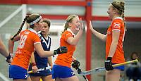 HEEMSKERK- Zaalhockey - Bloemendaal-Pinoke .  Eline Florie ,Lauren Boot en Sterre Loots.   Copyright Koen Suyk