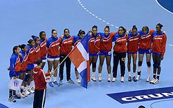 07-12-2013 HANDBAL: WERELD KAMPIOENSCHAP NEDERLAND - DOMINICAANSE REPUBLIEK: BELGRADO <br /> 21st Women s Handball World Championship Belgrade, Nederland wint met 44-21 / Line up Dominicaanse Republiek volksliederen<br /> ©2013-WWW.FOTOHOOGENDOORN.NL
