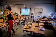 ROTTERDAM - Basisschoolleraren het werk neer uit protest tegen het lerarentekort, de werkdruk en de slechte salarissen. Het is de eerste actie die ook ouders en leerlingen raakt. ROBIN UTRECHT