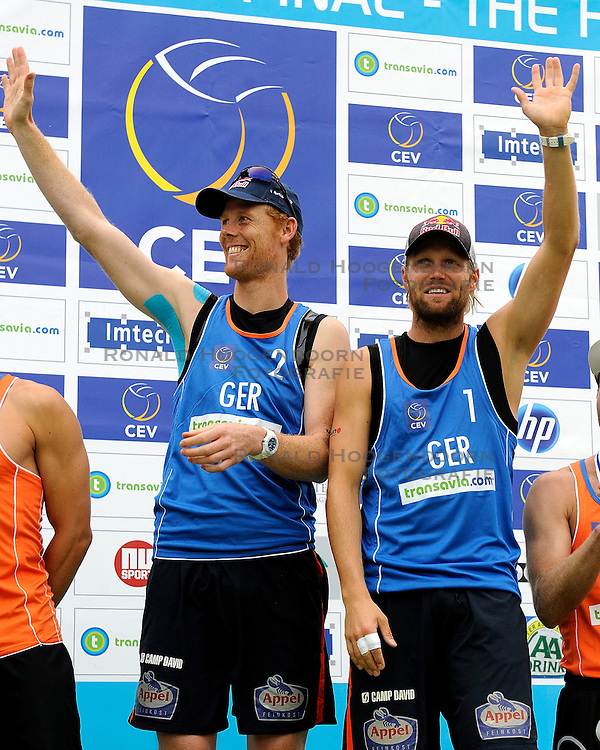 03-06-2012 VOLLEYBAL: EK BEACHVOLLEYBAL FINAL: SCHEVENINGEN<br /> Jonas Reckermann, Julius Brink<br /> ©2012-FotoHoogendoorn.nl