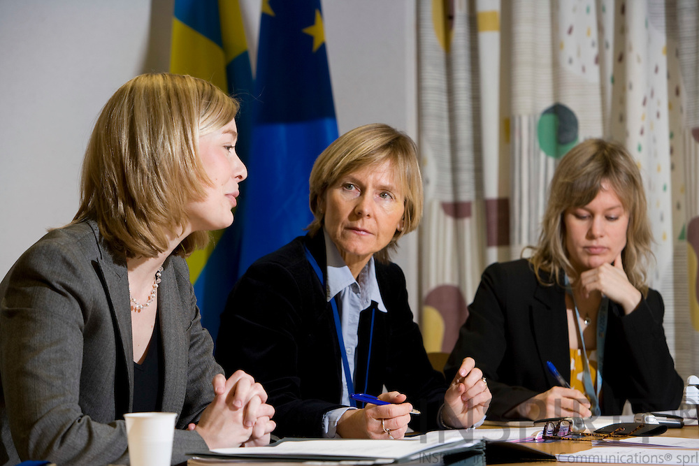 BRUSSELS - BELGIUM - 18 JANUARY 2008 -- Elisabet DAHLÉN JONSSON (Mi), Press Officer, Permanent Representation of Sweden to the EU. during a small pressconference in the national briefingroom at the EU Council. On her left side Åsa JOHANSSON, Counsellor, Co-ordination Ecofin Council and on the right Therese NORDEN, Information OfficerPhoto: Erik Luntang/