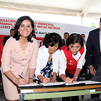 Toluca, México.- María Elena Barrera Tapia, presidenta municipal de Toluca, firmó un convenio de colaboración con la Alianza por el Bienestar de los Animales (ALBA) en las instalaciones del Centro Municipal de Salud y Bienestarde los Animales. Agencia MVT / Arturo Rosales Chávez. (DIGITAL)