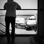M im Abflugs-Gate, kurz bevor er die Austrian Airline Maschine Richtung Wien besteigt.<br /> &copy; 2013 Harald Krieg/Agentur Focus