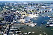 Nederland, Noord-Holland, Amsterdam, 01-08-2016; Spaandammerbuurt. Voormalige Houthavens, nu De Houthaven, gebiedsontwikkelingsproject.  In het midden de vroegere pontsteiger, het Pontsteigergebrouw in aanbouw. Aanleg Spaandammertunnel en Houthaven Park.<br /> Former timber port, industrial and harbour area. Urban development.<br /> <br /> luchtfoto (toeslag op standard tarieven);<br /> aerial photo (additional fee required);<br /> copyright foto/photo Siebe Swart