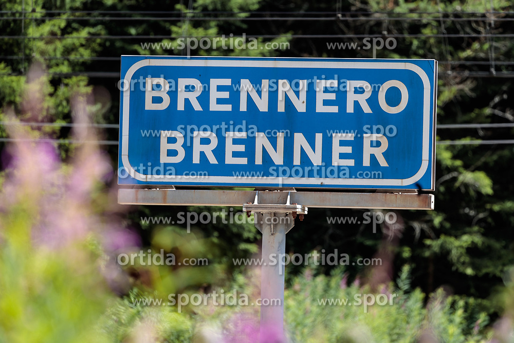 05.07.2017, Brenner, AUT, Österreich bereitet Grenzkontrollen zu Italien vor, im Bild Schilder mit der Aufschrift Brennero Brenner // Signs with the inscription Brennero Brenner. Austria prepares border controls to Italy at the Brenner Pass. Brenner, Austria on 2017/07/05. EXPA Pictures © 2017, PhotoCredit: EXPA/ Johann Groder