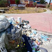 Toluca, México.- Un pequeño parque ubicado en Boulevard Miguel Alemán, en San Pedro Totoltepec, no solo se encuentra en mal estado, también ha sido tomado como un basurero en donde la gente coloca sus desechos, los niños ya no juegan el lugar por representar un peligro para su salud.  Agencia MVT / Crisanta Espinosa
