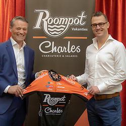 29-11-2018: Wielrennen: Team Roompot Charles: Kamperland<br /> Michael Zijlaard en Nick Nuyens presenteren het nieuwe Roompot-Charles shirt