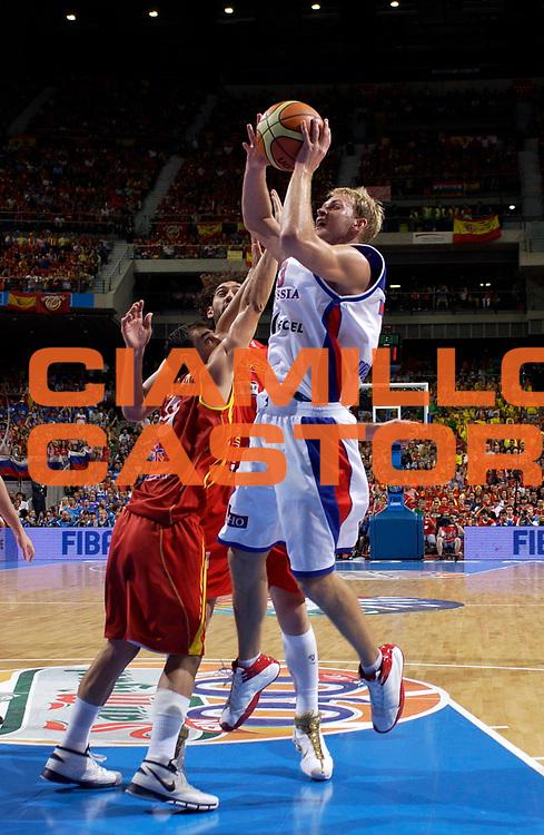 DESCRIZIONE : Madrid Spagna Spain Eurobasket Men 2007 Finals Finale Spagna Russia Spain Russia<br /> GIOCATORE : Anton Ponkrashov<br /> SQUADRA : Russia<br /> EVENTO : Eurobasket Men 2007 Campionati Europei Uomini 2007 <br /> GARA : Spagna Russia Spain Russia<br /> DATA : 16/09/2007 <br /> CATEGORIA : tiro<br /> SPORT : Pallacanestro <br /> AUTORE : Ciamillo&amp;Castoria/JF.Molliere<br /> Galleria : Eurobasket Men 2007 <br /> Fotonotizia : Madrid Spagna Spain Eurobasket Men 2007 Finals Finale Spagna Russia Spain Russia<br /> Predefinita :