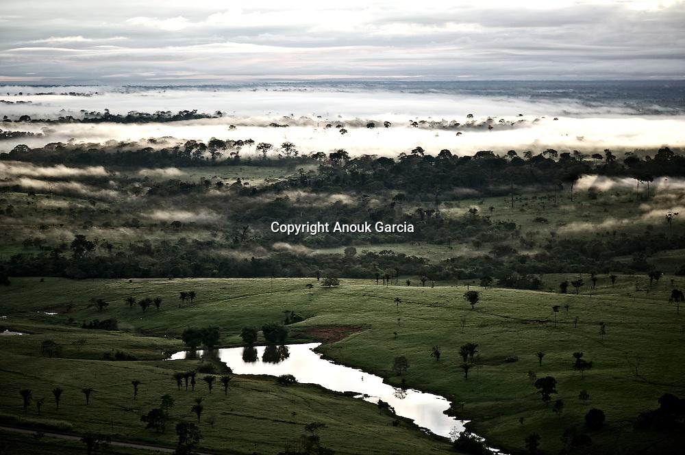 En montgolfi&egrave;re au dessus de l'Acre.<br /> Cassiano Marquez, ancien secr&eacute;taire du tourisme lance les premiers vols en montgolfi&egrave;re au dessus de l'Amazonie