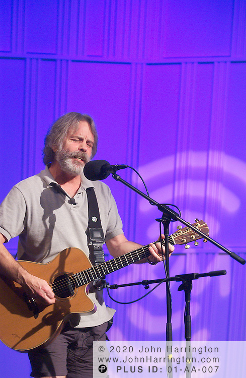 Bob Weir, founder of the legendary Grateful dead, preforms at XM as part of their Artist Confidential series on Thursday June 10, 2004.