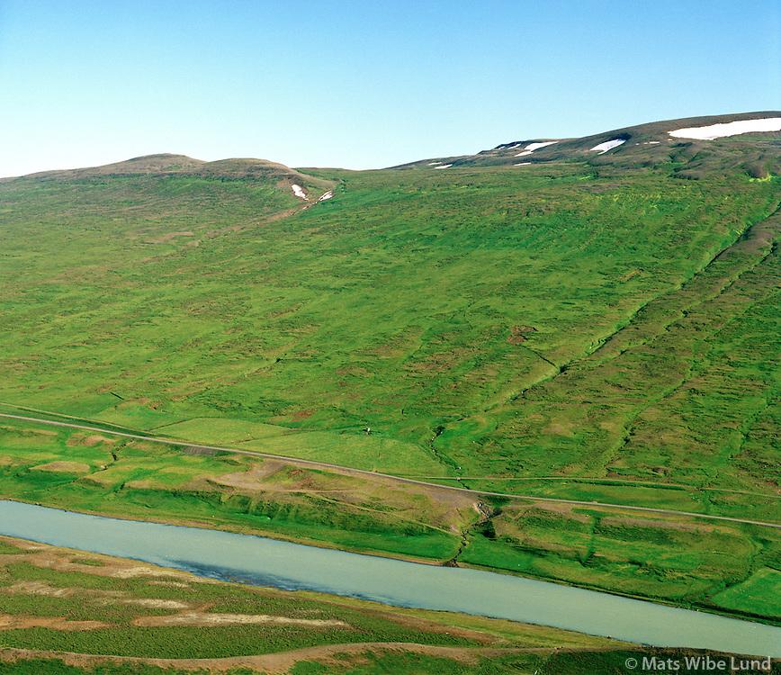 Miðgil og Skildibrandsstaðir í bakgrunni, séð til norðausturs, Blanda,  Blöndósbær áður Engihlíðarhreppur /  Midgil  and Skildibrandsstadir in background, viewing northeast, river Blanda, Blonduosbaer former Engihlidarhreppur.