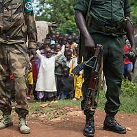 02/10/2013. Bangui. Republique Centrafricaine. Opération de désarmement de la FOMAC dans les quartiers de Bangui. @Sylvain Cherkaoui/Cosmos