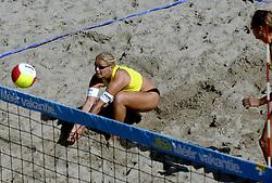 19-08-2006 VOLLEYBAL: NK BEACHVOLLEYBAL: SCHEVENINGEN<br /> Rebekka Kadijk<br /> ©2006-WWW.FOTOHOOGENDOORN.NL