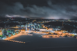 THEMENBILD - Blick auf die finnische Stadt Lahti mit den Lichtern der Stadt im Winter mit Schnee bedeckt, der Sibelius Halle am Hafen und dem zugefrorenen See, aufgenommen am 08. Februar 2019 in Lahti, Finnland // View of the Finnish city Lahti with the lights of the city in winter covered with snow the Sibelius Hall at the harbour and the frozen lake. Lahti, Finland on 2019/02/08. EXPA Pictures © 2019, PhotoCredit: EXPA/ JFK