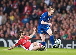 LONDON, ENGLAND - Tuesday, May 5, 2009: Arsenal's Cesc Fabregas and Manchester United's Darren Fletcher during the UEFA Champions League Semi-Final 2nd Leg match at the Emirates Stadium. (Photo by David Rawcliffe/Propaganda)