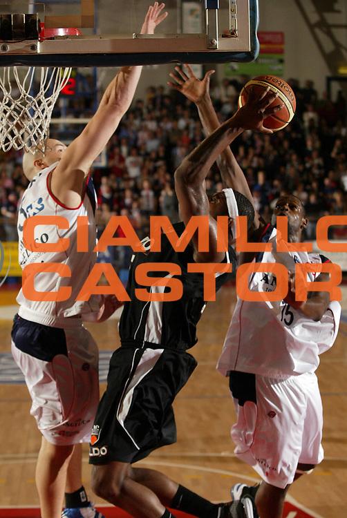 DESCRIZIONE : Biella Lega A1 2008-09 Angelico Biella Eldo Caserta<br /> GIOCATORE : Ronald Slay<br /> SQUADRA : Eldo Caserta<br /> EVENTO : Campionato Lega A1 2008-2009 <br /> GARA : Angelico Biella Eldo Caserta  <br /> DATA : 07/12/2008 <br /> CATEGORIA : Tiro<br /> SPORT : Pallacanestro <br /> AUTORE : Agenzia Ciamillo-Castoria/E.Pozzo