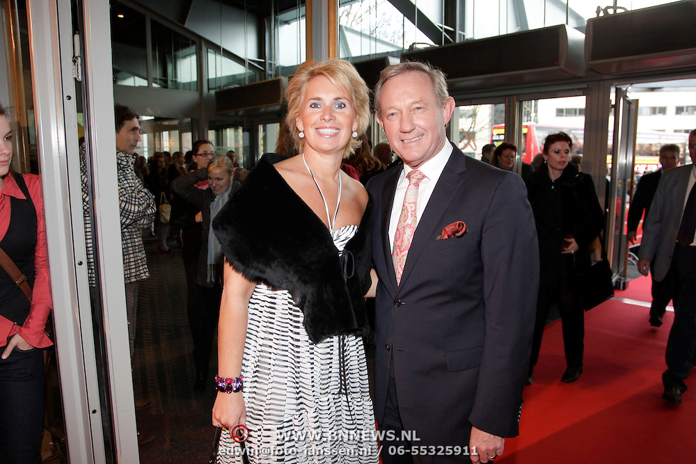 NLD/Breda/20091122 - Premiere All Shook Up - Love me Tender, Frank Wentink en partner Trudy Derksen