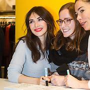 "NLD/Amsterdam/20131214 - Signeersessie boek ""Anti Glamour"" van Halina Reijn en Carice van Houten ,"