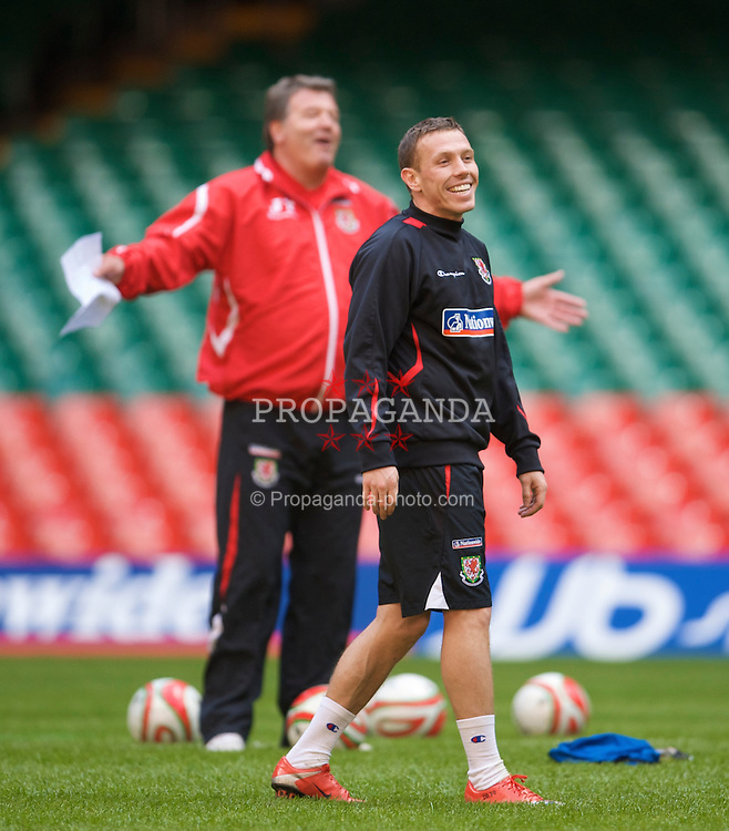 CARDIFF, WALES - Thursday, March 26, 2009: Wales' captain Craig Bellamy and manager John Toshack MBE during training at the Millennium Stadium ahead of the 2010 FIFA World Cup Qualifying Group 4 match against Finland. (Pic by David Rawcliffe/Propaganda)