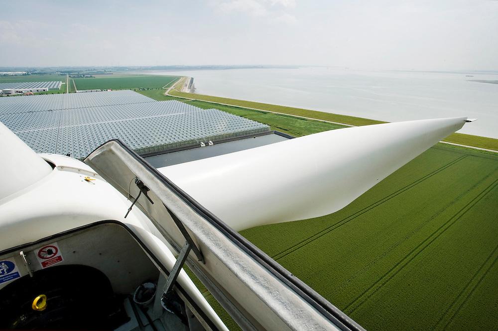 Nederland, Kapelle, 25 juni 2010.Windmolen met landschap op de achtergrond...Foto (c)  Michiel Wijnbergh