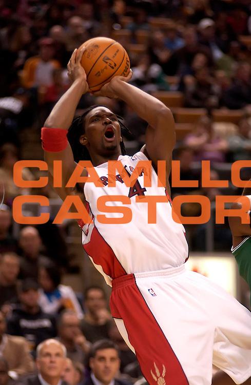 DESCRIZIONE : Toronto Preseason game NBA 2009-2010 Toronto Raptors Boston Celtics<br /> GIOCATORE : Chris Bosh<br /> SQUADRA : Toronto Raptors<br /> EVENTO : Campionato NBA 2008-2009 <br /> GARA : Toronto Raptors Boston Celtics<br /> DATA : 18/10/2009<br /> CATEGORIA :<br /> SPORT : Pallacanestro <br /> AUTORE : Agenzia Ciamillo-Castoria/V.Keslassy<br /> Galleria : NBA 2009-2010<br /> Fotonotizia : Toronto Preseason game NBA 2009-2010 Toronto Raptors Boston Celtics<br /> Predefinita :