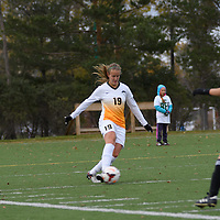 3rd year defender Olivia Bolen (19) of the Regina Cougars  in action during the Women's Soccer home game on October 7 at U of R Field. Credit: Arthur Ward/Arthur Images