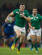 Cardiff, Wales, Great Britain, Robbie HENSHAW, running withe ball, during the Pool D game, France vs Ireland.  2015 Rugby World Cup,  Venue, Millennium Stadium, Cardiff. Wales   Sunday  11/10/2015.   [Mandatory Credit; Peter Spurrier/Intersport-images]