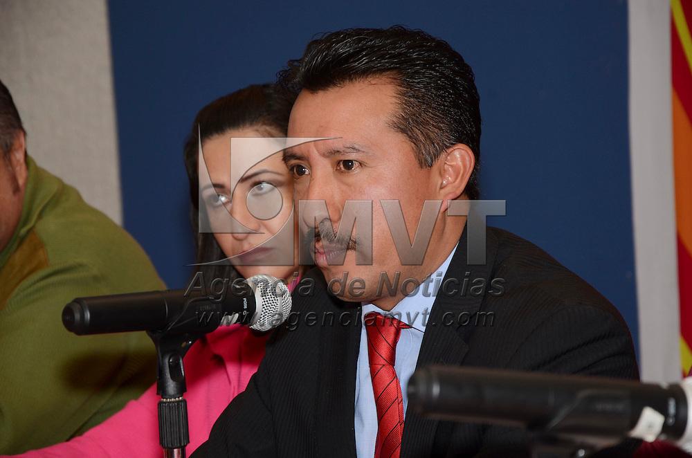 Toluca, México.- Cesar Molina Portillo, presidente municipal de Otzolotepec en conferencia de prensa presento el programa del Quinto Festival Ocelotl 2014 que se llevara acabó del 24 al 26 de abril en la explanada de este municipio. Agencia MVT / José Hernández