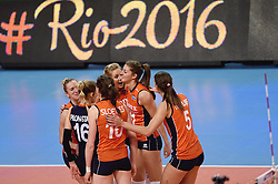 08-01-2016 TUR: European Olympic Qualification Tournament Nederland - Italie, Ankara<br /> De volleybaldames hebben op overtuigende wijze de finale van het olympisch kwalificatietoernooi in Ankara bereikt. Italië werd in de halve finales met 3-0 (25-23, 25-21, 25-19) aan de kant gezet / Maret Balkestein-Grothues #6, Debby Stam-Pilon #16, Laura Dijkema #14, Anne Buijs #11, Robin de Kruijf #5